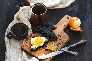 Black bread toasts with marmelade