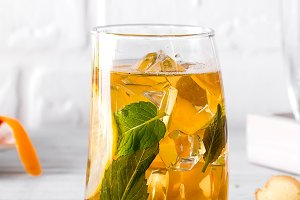 Traditional iced tea with lemon