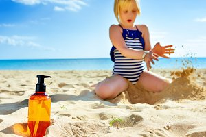 77n Closeup on sunscreen bottle and