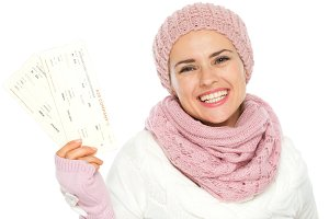 101n Smiling woman in knit winter cl