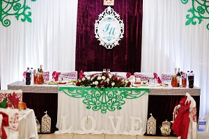 Good-looking wedding tables decorate