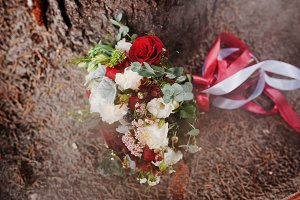 Close-up photo of a wedding bouquet