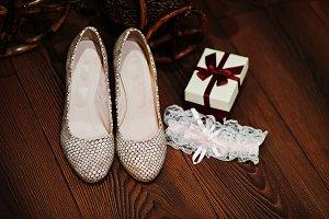 Close-up photo of wedding shoes, gar