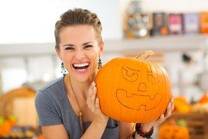 116n Portrait of woman with pumpkin