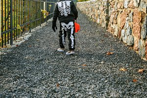 226n girl with Halloween pumpkin Jac