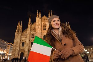 370n Smiling woman with Italian flag
