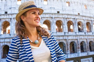 463n woman in front of Colosseum in