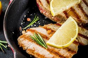 Grilled tuna fish steaks