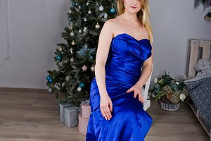 Blonde girl in blue evening dress po