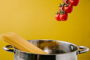 spaghetti boiling in stewpot with br