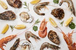 Shrimps and oysters with herbs and l