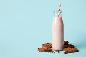 chocolate cookies and milkshake in b
