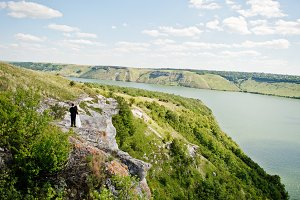 Wedding couple at breathtaking lands