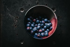 Whole fresh blueberries in bowl