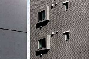Tight gap between the buildings