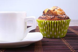 Chocolate chips muffins with coffee