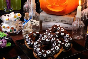 "Chocolate eclair ""monster eyes"""