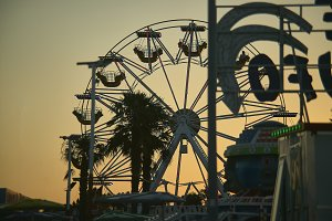 Panoramic wheel at sunset