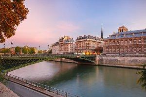Night Ile de la Cite in Paris