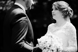Close-up photo of a wedding couple l