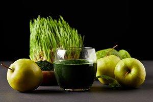 fresh smoothie from spirulina, apple