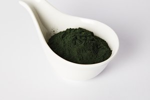 spirulina algae powder in bowl on gr