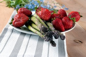 Fresh Asparagus with Strawberries