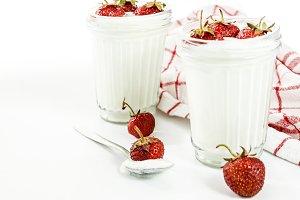 Dessert yogurt and strawberry layers