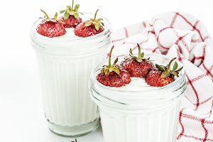 Dessert yogurt and strawberry layers
