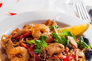 Rice noodles with shrimps in sauce