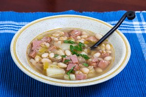 White beans soup with, leek and ham