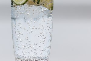 Sparkling water with lemon 2