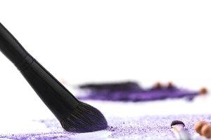 makeup brush picking up purple cosme
