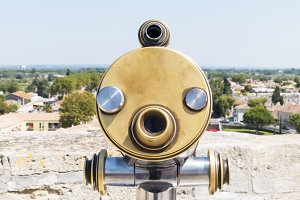 Coin-operated viewfinder at a lookou