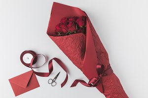flat lay with bouquet of roses, ribb