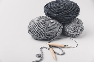 grey yarn balls and knitting needles