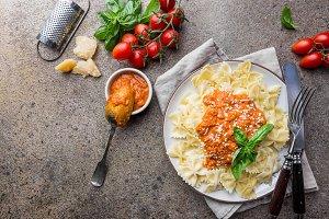 Farfalle pasta with tomato sauce