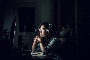Portrait of Asian Businesswoman sitt