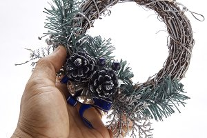 Make creative christmas wreath