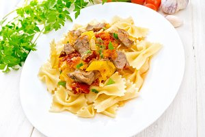 Farfalle with turkey and vegetables