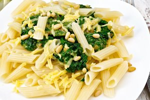 Penne with spinach and cedar nut