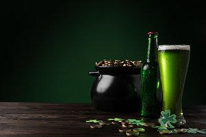 pot with golden coins and green beer