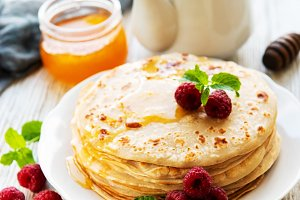 Delicious pancakes with raspberries