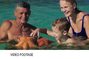 Man showing tourists big starfish