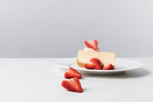 Plate with cheesecake surrounding by