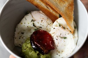 breakfast of toast with eggs and avo