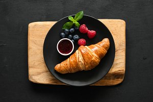Croissant with berries and jam