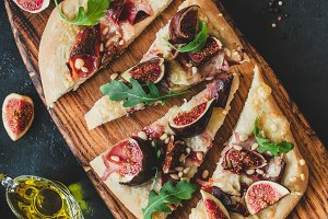 Pizza or flatbread with figs