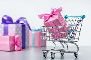 Shopping cart with gift box.