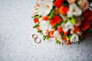 Wedding bouquet with rings on vintag